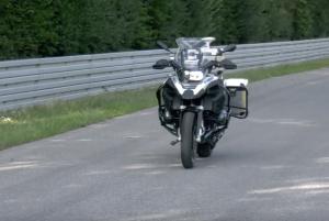 BMW R1200 GS: fa da base per una moto con guida autonoma [VIDEO]