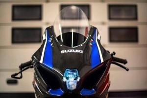 Suzuki GSX-R 1000: tanto carbonio per sognare la pista