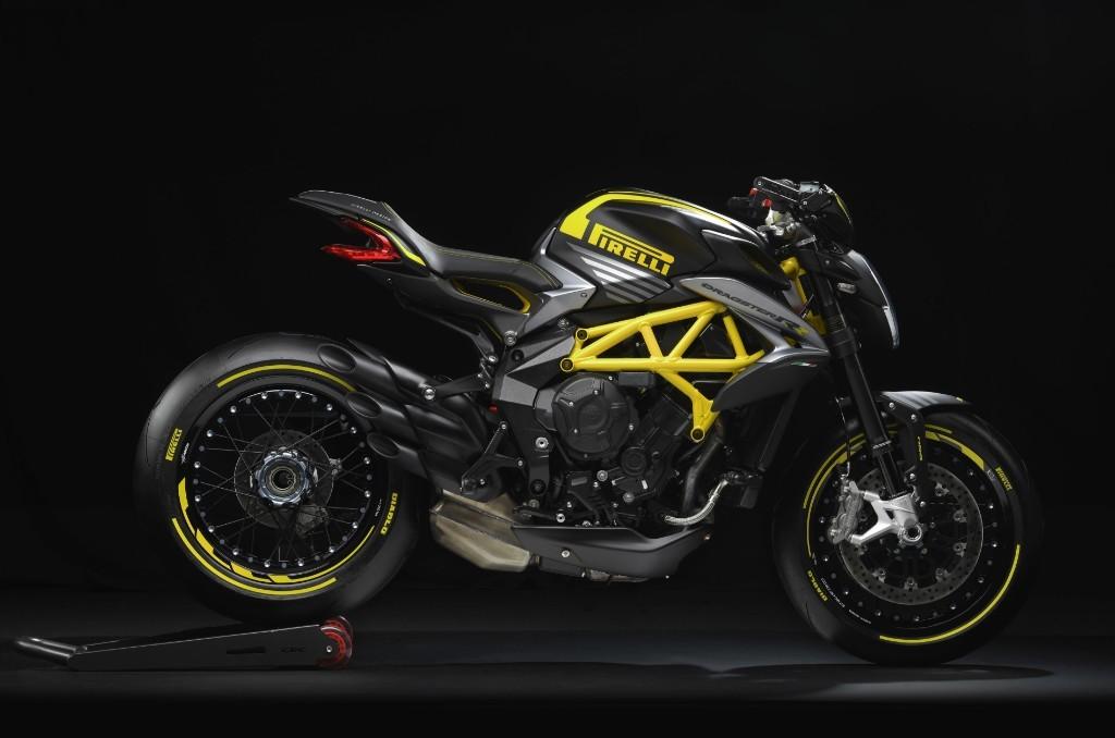 Presentata in anteprima mondiale la DRAGSTER 800 RR Pirelli