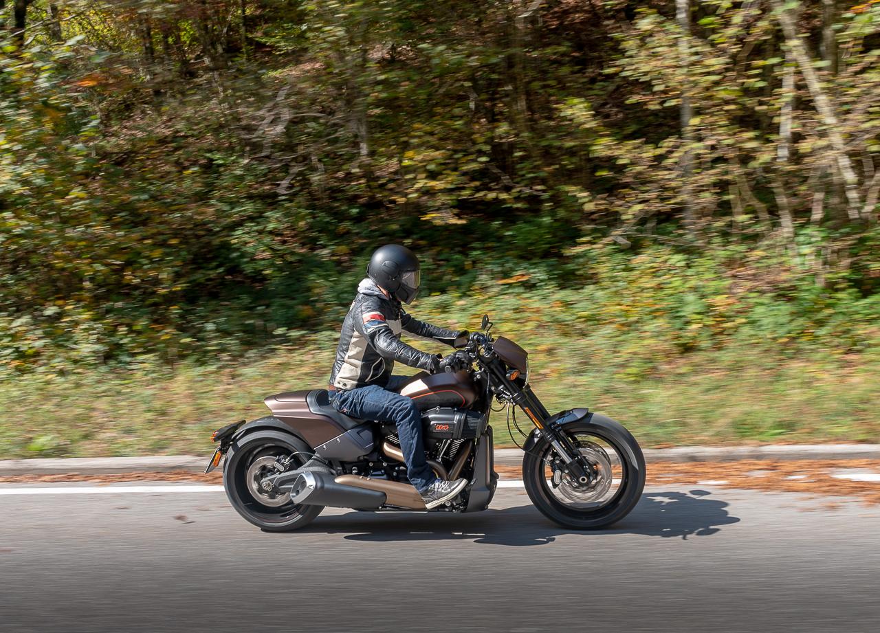 Harley-Davidson_FXDR_2019_prova_su_strada_2018_0040