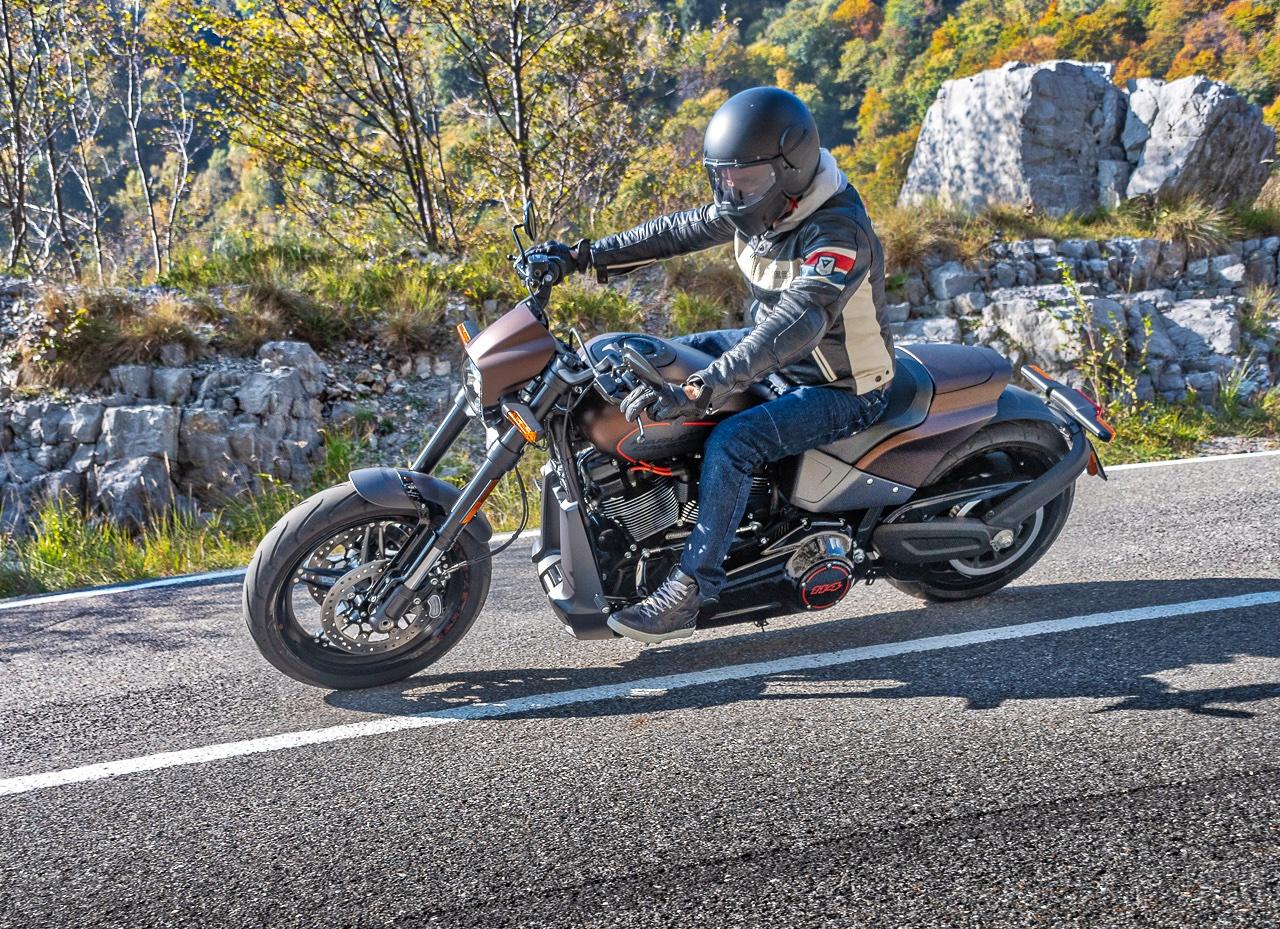 Harley-Davidson_FXDR_2019_prova_su_strada_2018_0042
