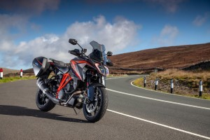 KTM 1290 Super Duke GT e Michael Rutter tra le pieghe dell'Isola di Man
