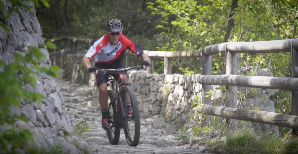 Ducati MIG-RR: il campione Troy Bayliss in sella alla nuova E-MTB [VIDEO]