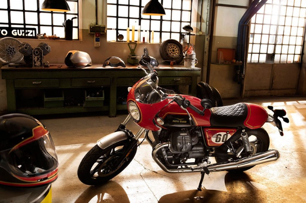 Moto Guzzi V7 III - Brack&Red Classic Green e Stripes