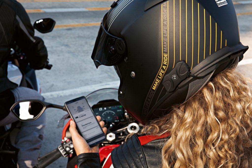 BMW Motorrad - sistema Fit-fot-All e funzione Bike-to-Bike