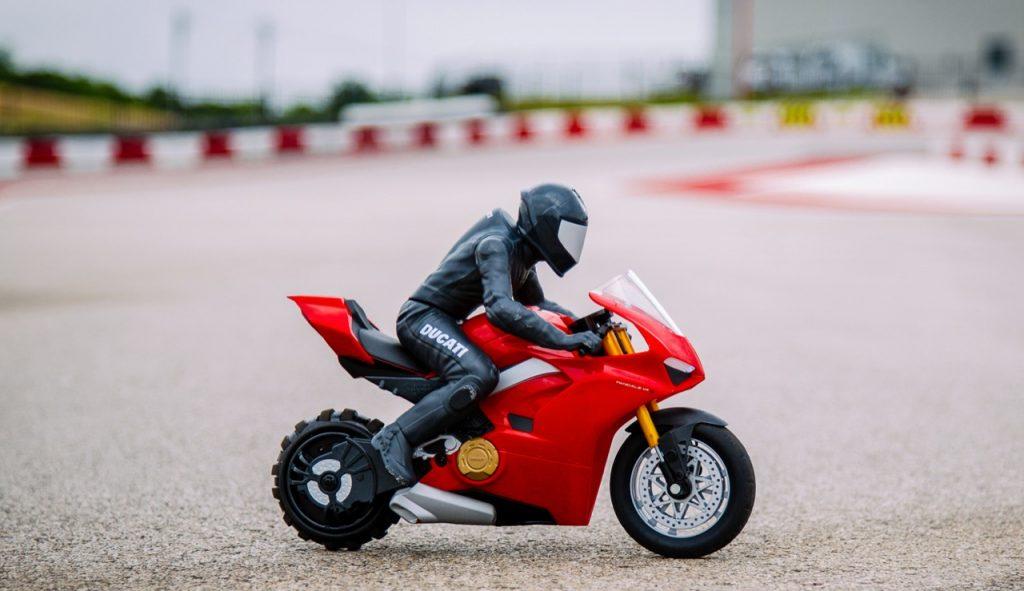 Upriser Ducati Panigale V4 S: una piccola vivace replica