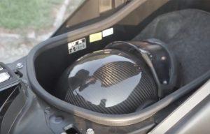 Casco a scodella e motociclisti: negato il risarcimento in caso di lesioni al volto