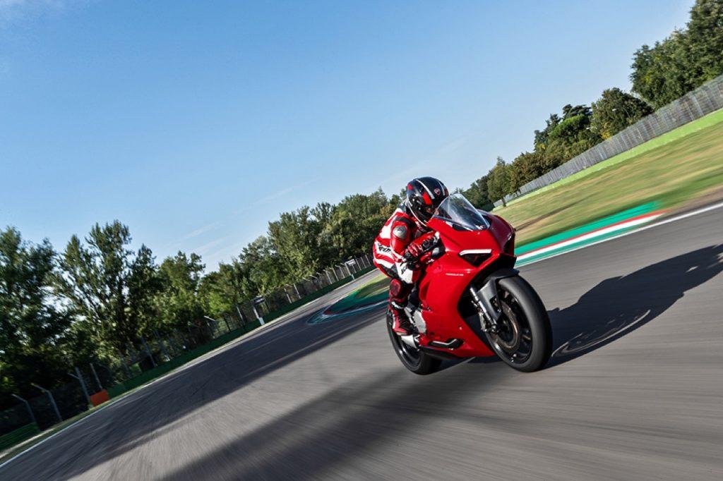 Ducati Panigale V2: un concentrato di potenza e agilità sull'asfalto di Jerez [VIDEO]