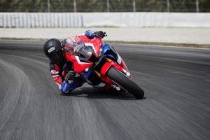 Honda CBR1000RR-R Fireblade SP: potenza e velocità sul tracciato di Almeria [VIDEO]