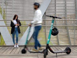 Monopattini elettrici equiparati alle biciclette