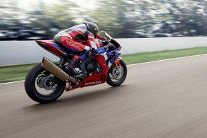 Honda CBR1000RR-R Fireblade SP: esperienza a 360°, in azione Marc Márquez [VIDEO]