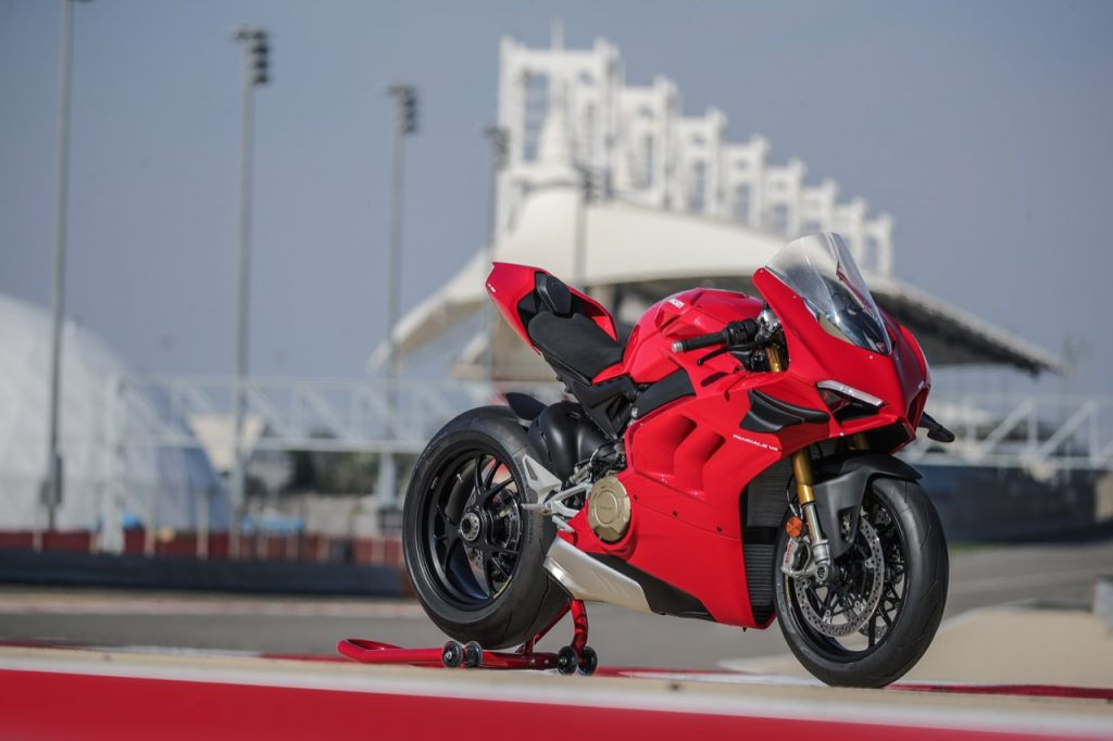Ducati Panigale V4 S 2020: l'energia della sportiva proiettata in pista [VIDEO]