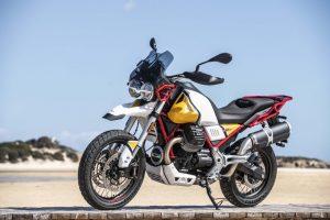 Moto Guzzi V85 TT: la moto in evidenza all'Alps Tourist Trophy condotta da Franco Picco