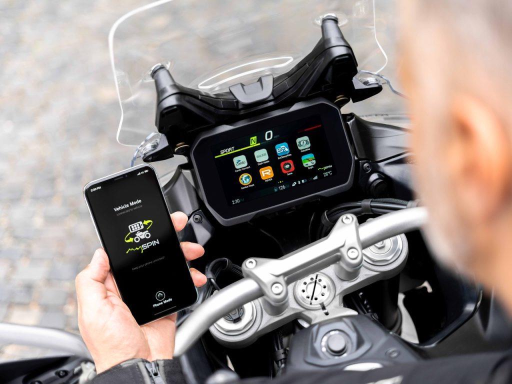 Bosch, Integrated Connectivity Cluster: uno split screen integrato per moto