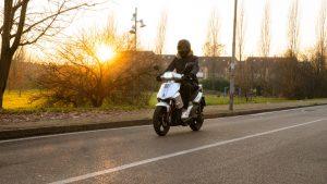 FD Motors F5-E: uno scooter elettrico con uno stile classico [PROVA SU STRADA]