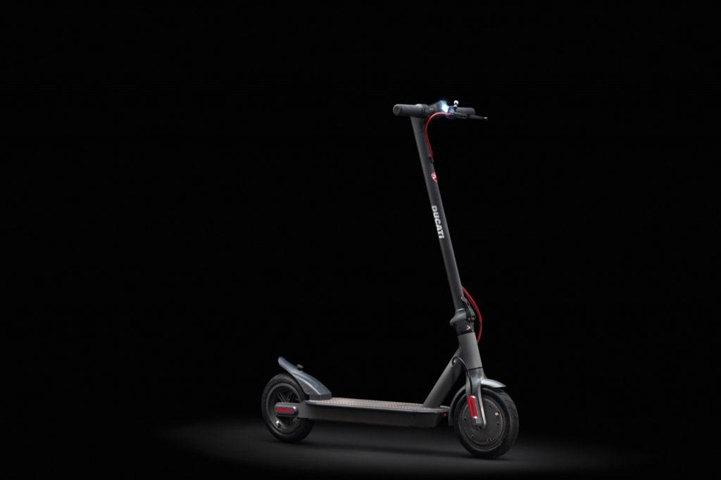 Ducati: un nuovo monopattino elettrico PRO-I EVO nella generazione di veicoli connessi [FOTO]