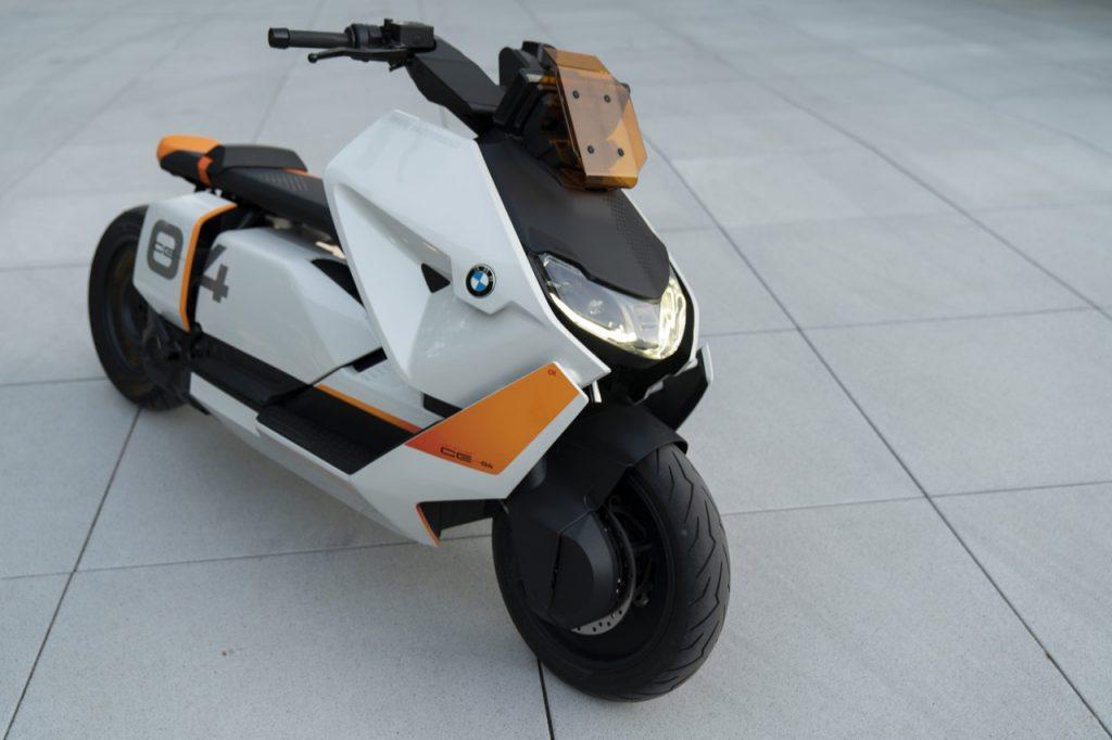 BMW Motorrad Definition CE 04: prospetto di uno scooter futuristico [VIDEO]