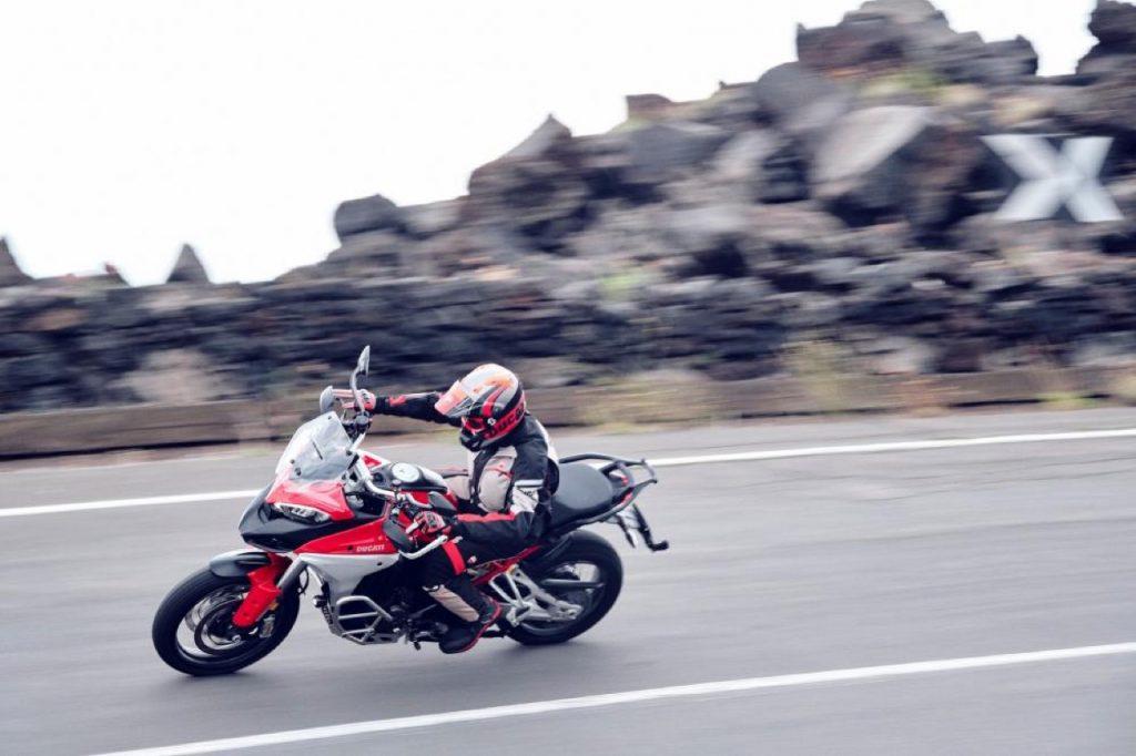 Ducati Multistrada V4: controlli e quadro strumenti in evidenza [VIDEO]