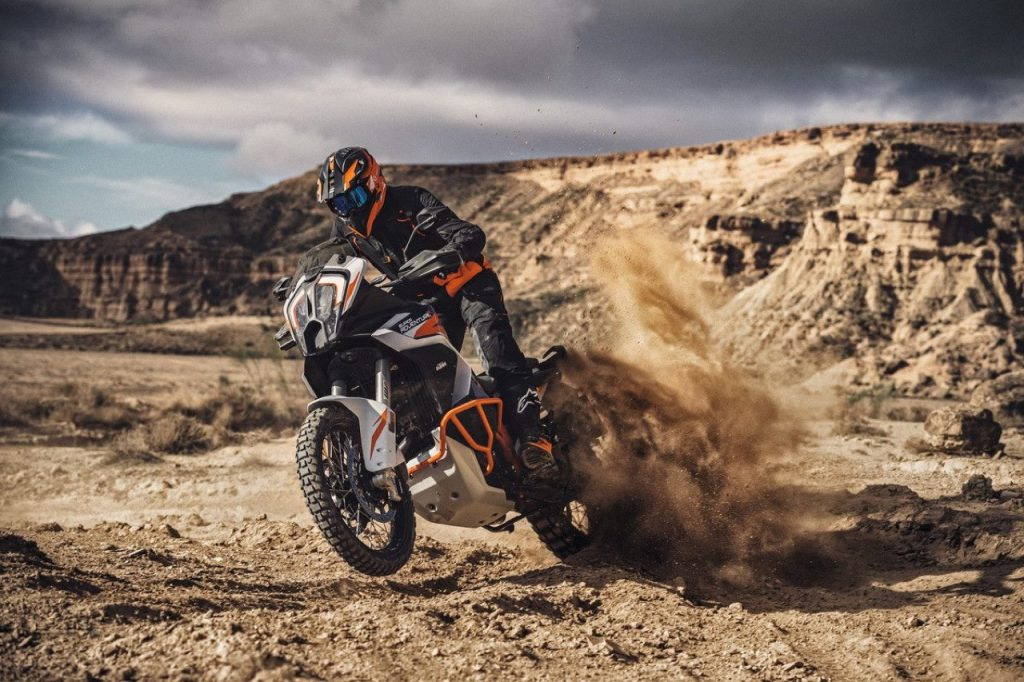KTM 1290 Super Adventure R 2021: un dinamismo oltre gli ostacoli [VIDEO]