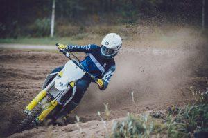 Husqvarna Motorcycles: collezione di abbigliamento tecnico 2021 [FOTO]
