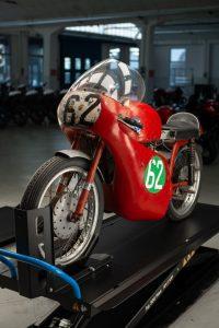 MV Agusta: conseguito all'asta un raro esemplare da corsa del marchio risalente agli anni '50 [FOTO]