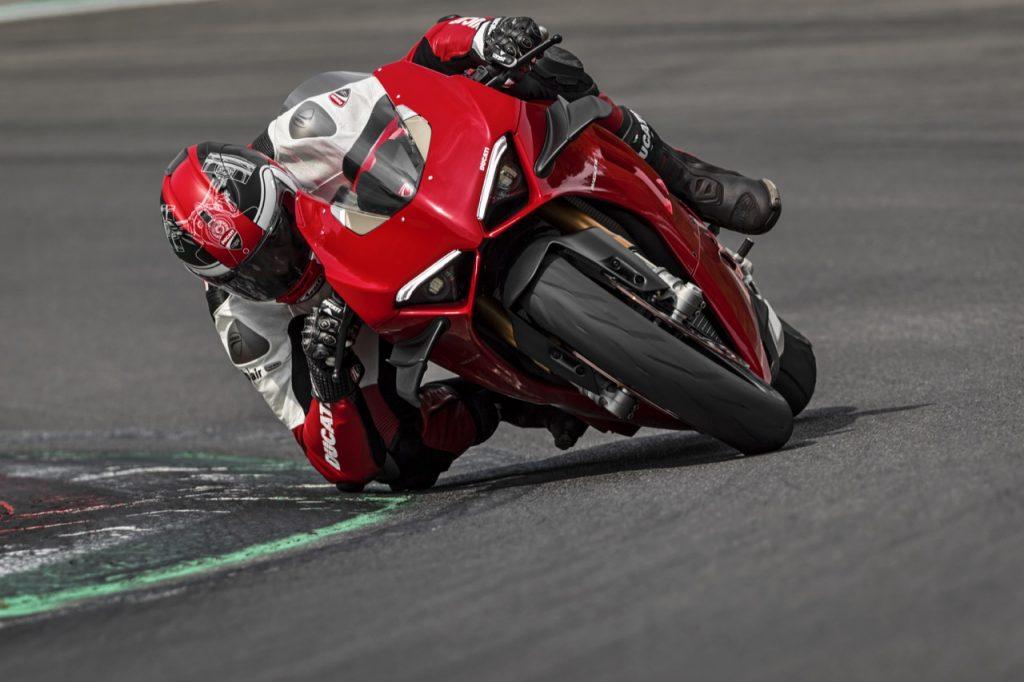 Ducati Panigale V4 S: la sportiva usata per allenarsi verso la nuova stagione del Motomondiale [VIDEO]