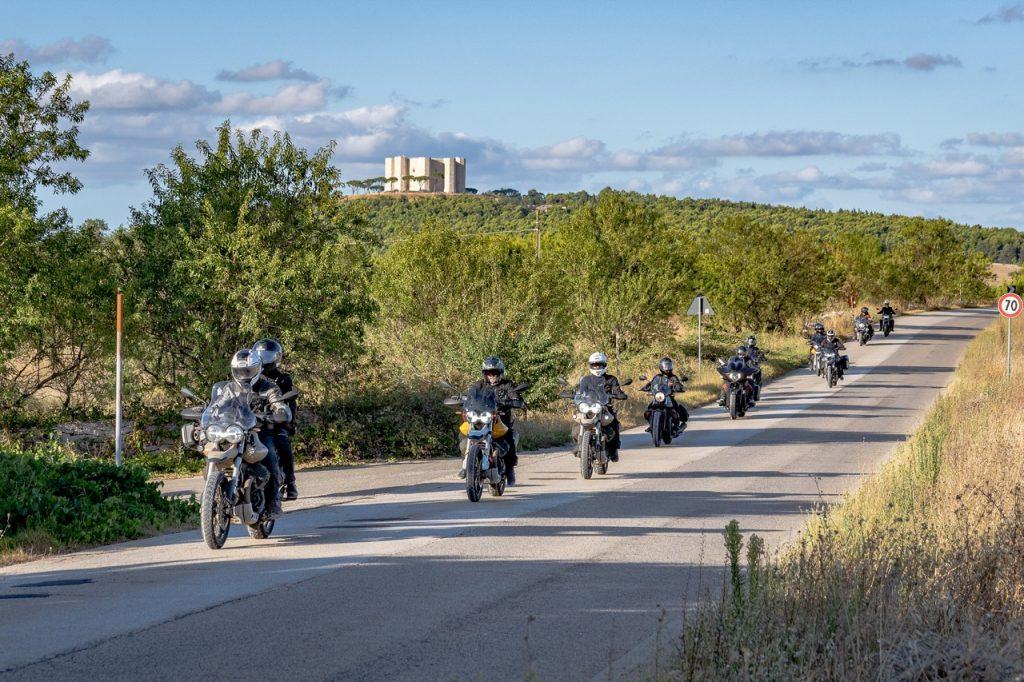 Moto Guzzi Experience 2021: sei appuntamenti per esplorare come aquile [FOTO]