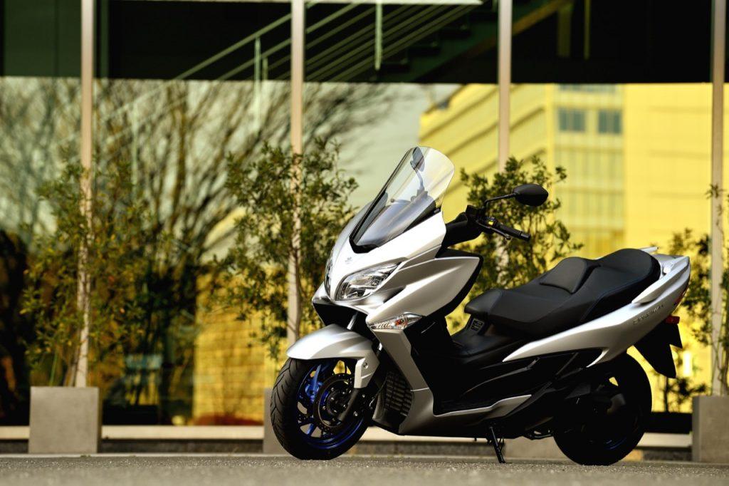 Suzuki Burgman 400: il nuovo esemplare in evidenza nel corso di appuntamenti Première Show [FOTO]