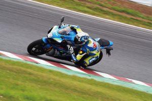 Suzuki, GSX-R Racing Academy: una nuova stagione di corsi per appassionati di guida in pista [FOTO]