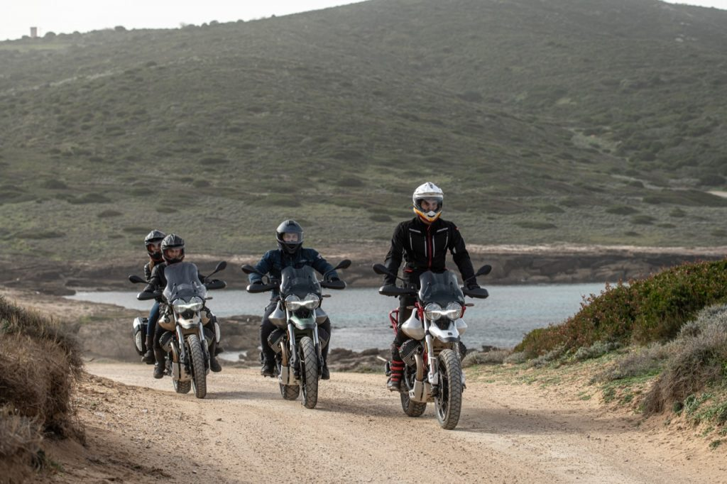 Moto Guzzi V85 TT: i rinnovati esemplari di classic enduro [VIDEO]
