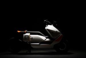 BMW: presente al MIMO Milano Monza Motor Show 202 il BMW Motorrad Definition CE 04