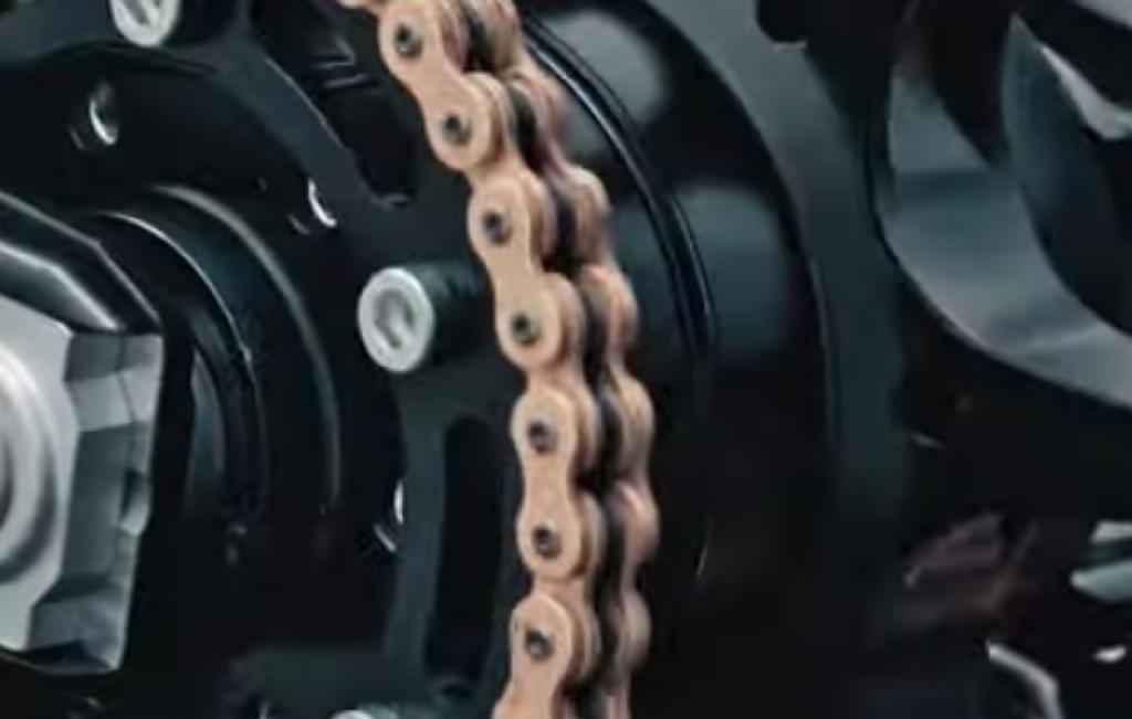 KTM: in arrivo una grintosa creazione utilizzabile in pista [VIDEO TEASER]