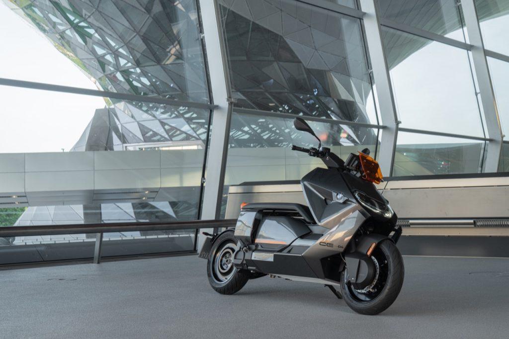 BMW CE 04: uno sguardo rivolto al design [VIDEO]