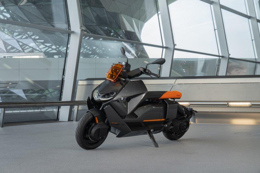 BMW CE 04: una descrizione delle caratteristiche tecniche [VIDEO]