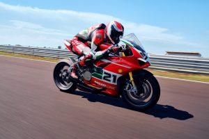 Ducati Panigale V2 Bayliss 1st Championship 20th Anniversary: una speciale serie numerata [VIDEO]