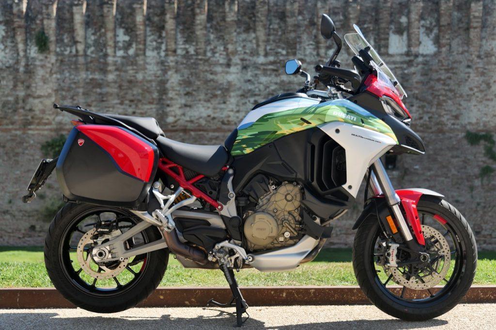 Ducati Multistrada V4 S: un esemplare con i colori della Romagna [FOTO]