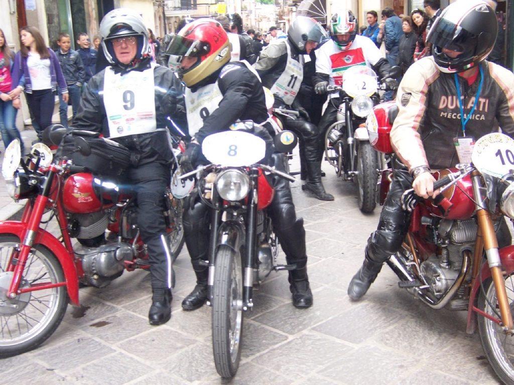 Rievocazione Storica del Motogiro d'Italia: dal Misano World Circuit Marco Simocelli parte la 30ª edizione