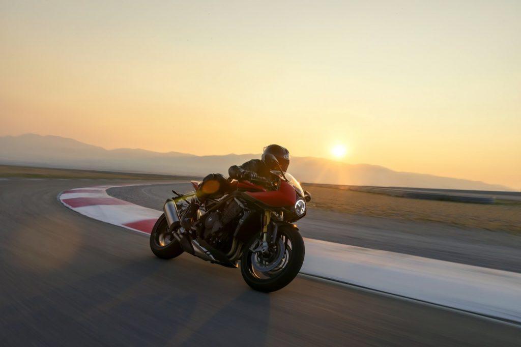 Triumph Speed Triple 1200 RR: un carattere ruggente in pista [VIDEO]